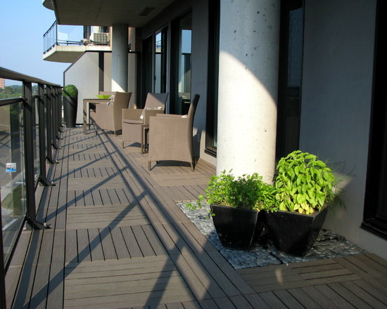 Select wooden tiles for the balcony what types of wood for Types of balcony