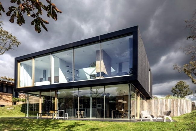 building with glass fronts fits perfectly into the