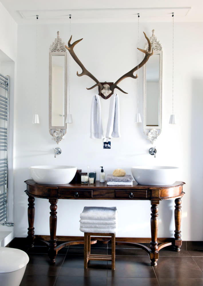 antlers-as-a-towel-rack-in-the-bathroom-nostalgic-bathroom-0-308