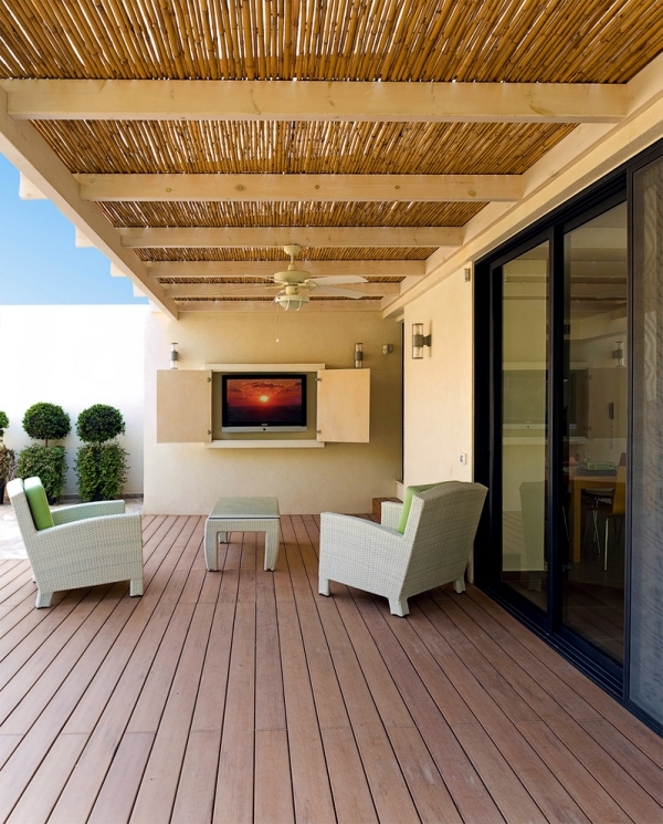 Wicker furniture and teak durable and aesthetic