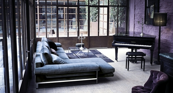 Arketipo sofa design plate with integrated platform and side table