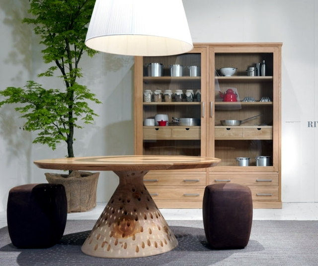 Wooden table with anpsrechender Optics - Riva Colino