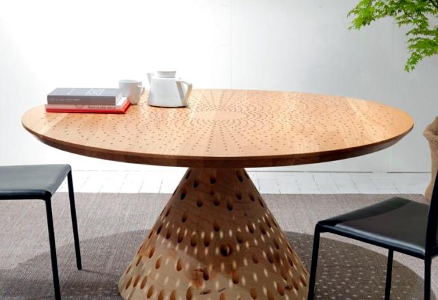 Wooden table with anpsrechender Optics - Riva Colino