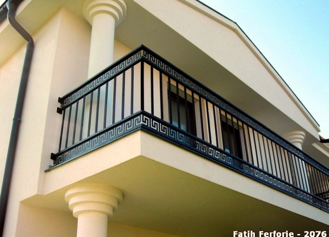 Wrought iron in architecture 107 fences and railings for Balcony safety grill designs