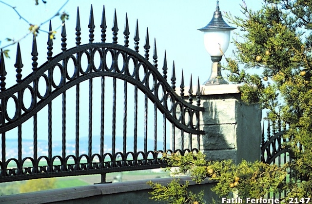Wrought iron in architecture - 107 Fences and Railings