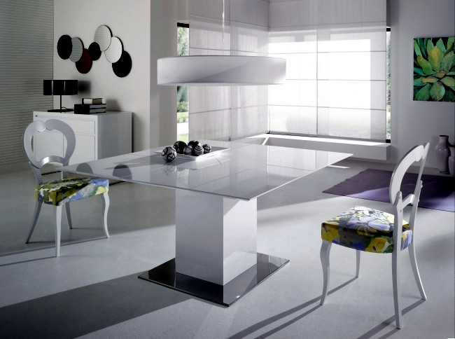 Extending table in white room brings sophistication and purist look