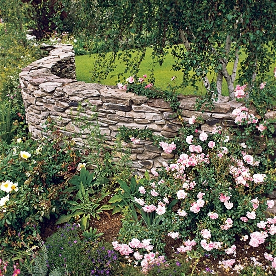 Stone wall in the construction of the garden ideas for
