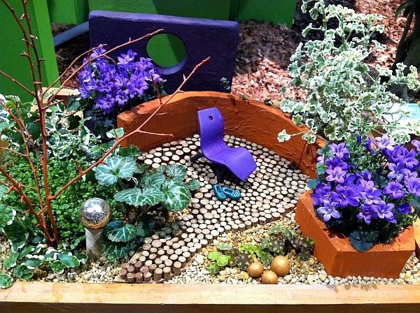 Create miniature gardens in pots on the balcony - QuickStart Guide