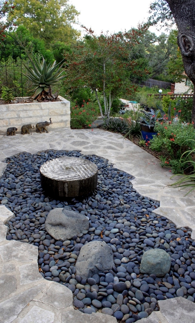 Landscaping with stone - 21 ideas for garden decorations ...