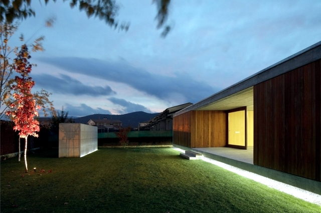 One storey, flat roof of minimalist concrete and wood