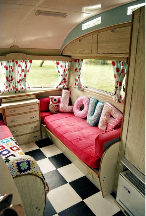 Caravan decoration set the caravan with a retro touch for Interior caravan designs
