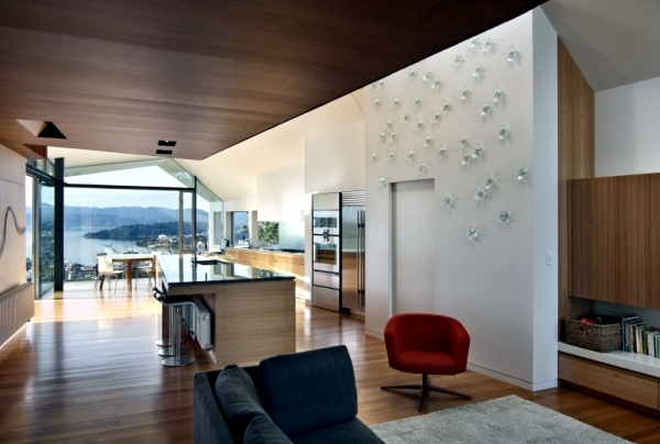 House overlooking the sea fronts and glass Parsonson Architects