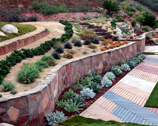 a retaining wall in the garden can be built in granite gneiss sandstone and cold in different formats in practice most sttzmauerart made drywall is part