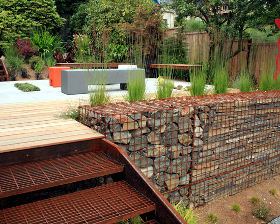 79 ideas to build a retaining wall in the garden slope for Garden design on a slope