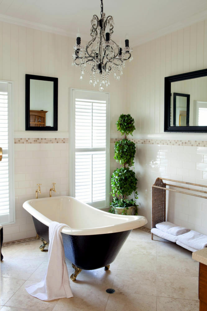 French Twist In A Classic Bathroom Interior Design Ideas