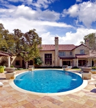 the-luxurious-pool-useful-tips-for-first-time-buyers-0-373