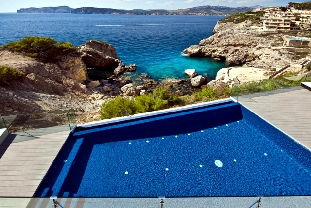Mallorca gorgeous golden luxury villa located directly on the sea