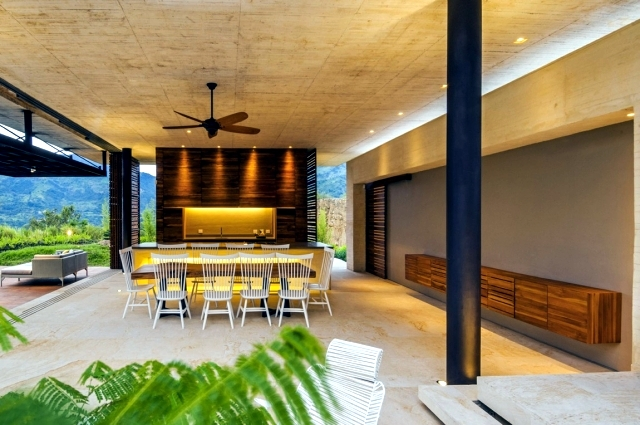 Villeta modern flat roof house - open and private at the same time