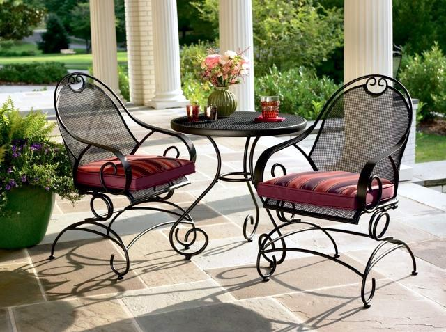 21 wrought iron garden furniture - Highlights the graceful air