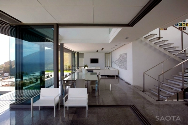 Modern architecture in SAOTA-grand house on a hill overlooking the sea