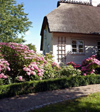 traditional-cottage-0-403