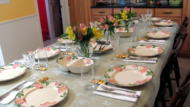 25 decorating ideas for the easter table put guests in for Easter dinner table setting ideas