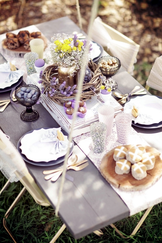 25 decorating ideas for the Easter table - put guests in an atmosphere of spring!