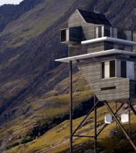 the-unique-design-3d-home-challand-benoit-takes-on-long-stilts-0-414