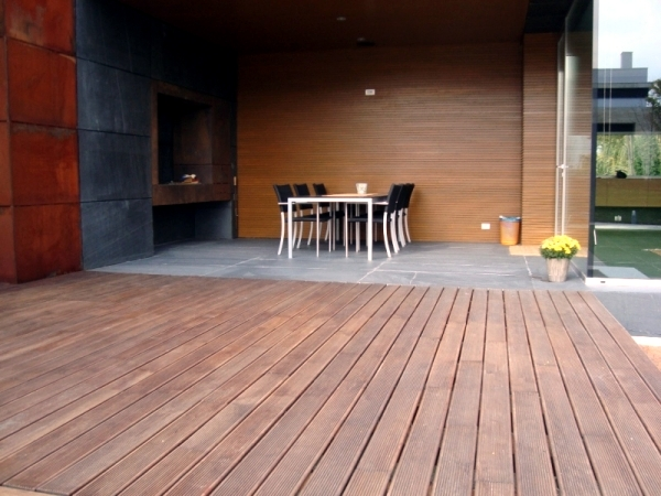 Terrace Bankirai embarrassed - material benefits for outdoor use