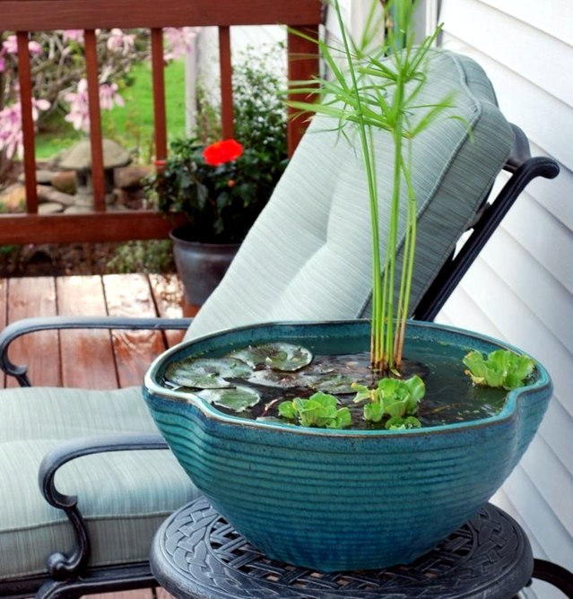 creating a mini pond a small oasis on the balcony interior design ideas ofdesign. Black Bedroom Furniture Sets. Home Design Ideas