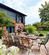 dining-table-with-chairs-in-the-garden-0-438