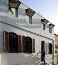 village-house-with-garden-in-tel-aviv-combines-the-old-and-the-new-0-438