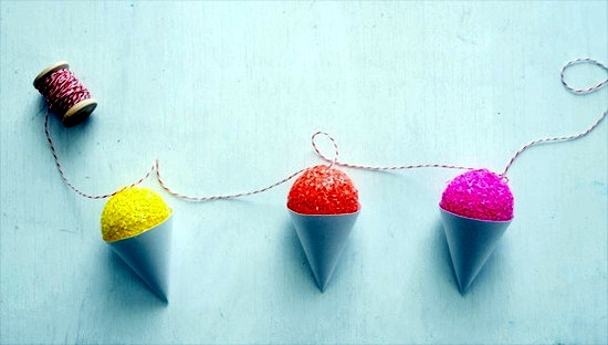 Sommerdeko Make your own idea with colorful paper ice cream cones for children