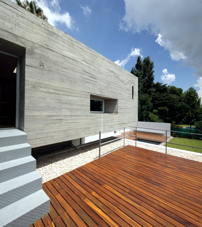 """The construction of """"Bunker"""", with a flat roof and the upper floor projecting widely"""