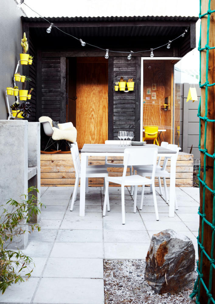 Decorate terrace with pots of yellow flowers interior design ideas ofdesign - Decoratie terrace ...