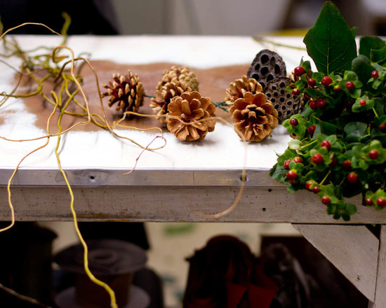door wreath from natural materials craft - decorating idea for the fall and winter