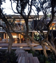-under-pohutukawa-house-the-wooden-house-luxury-and-exotic-0-459