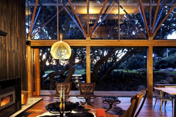 """Under Pohutukawa House"" - The wooden house luxury and exotic"