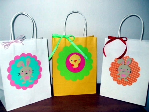 Playing with the kids Easter Bunny - gift ideas and decorations