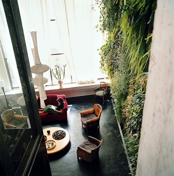 Vertical gardens inside and outside - A bright future for green wall