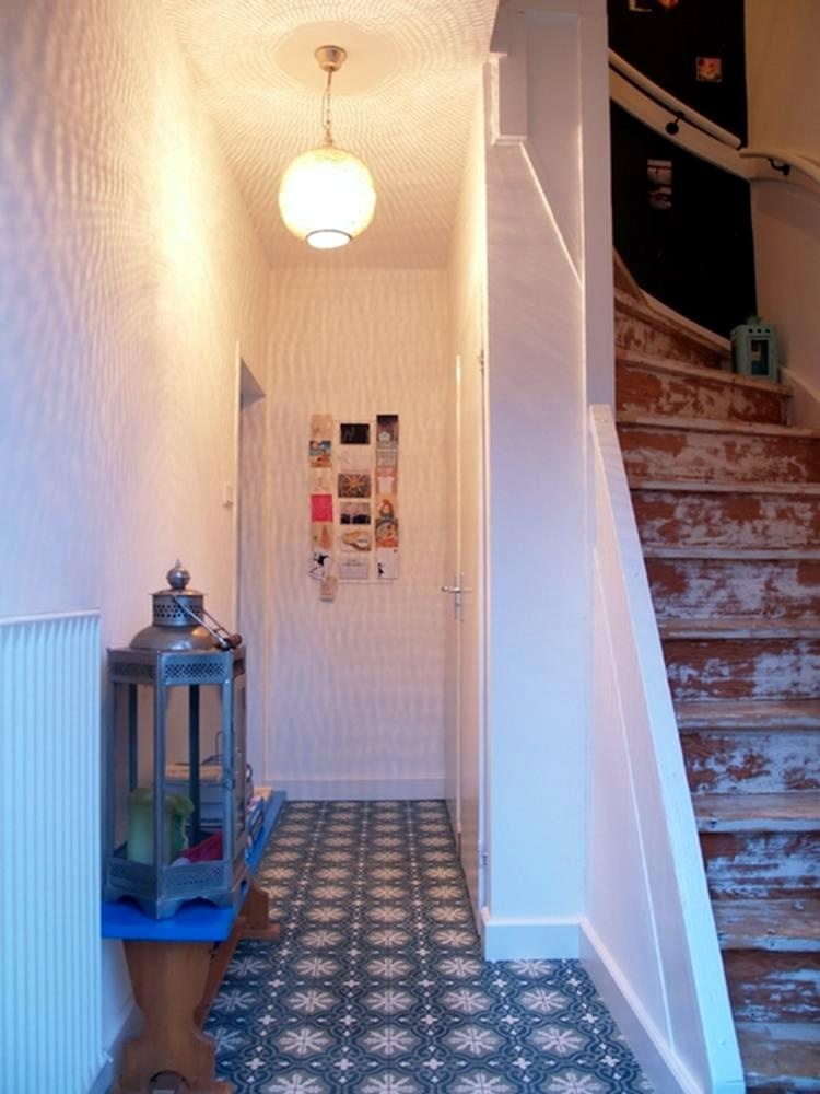 Entrance Hall & Cloakroom