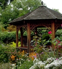 wooden-gazebo-in-the-garden-stylish-alternative-to-the-roundabout-0-466