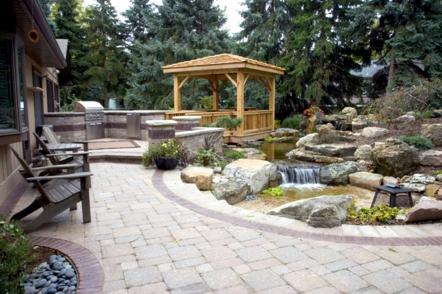 Wooden gazebo in the garden - Stylish alternative to the roundabout