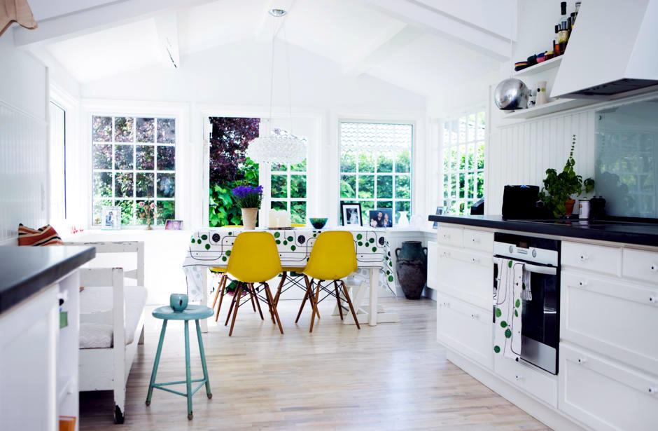 Yellow Quot Eames Chairs Quot In Bright Kitchen Interior Design