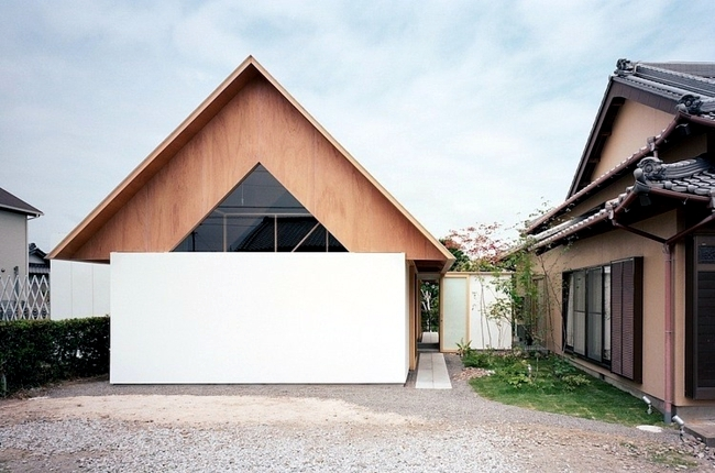 Holiday house with garden - open design promotes coexistence