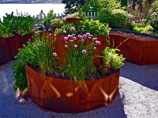 Planters in the garden - 56 Ideas for artistic garden design
