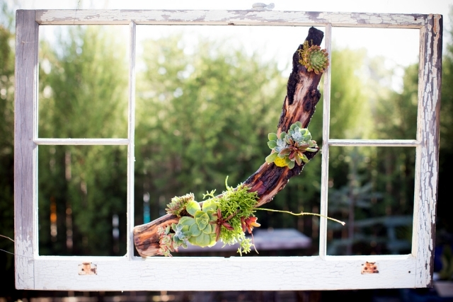 Beautiful decoration with driftwood brings natural beauty to any home