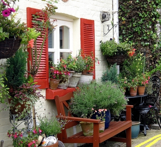 Small Garden Secrets: Make A Small Garden And Visually Enlarge