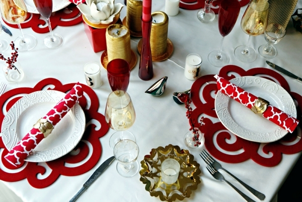 Christmas Table decorations create a festive atmosphere ...