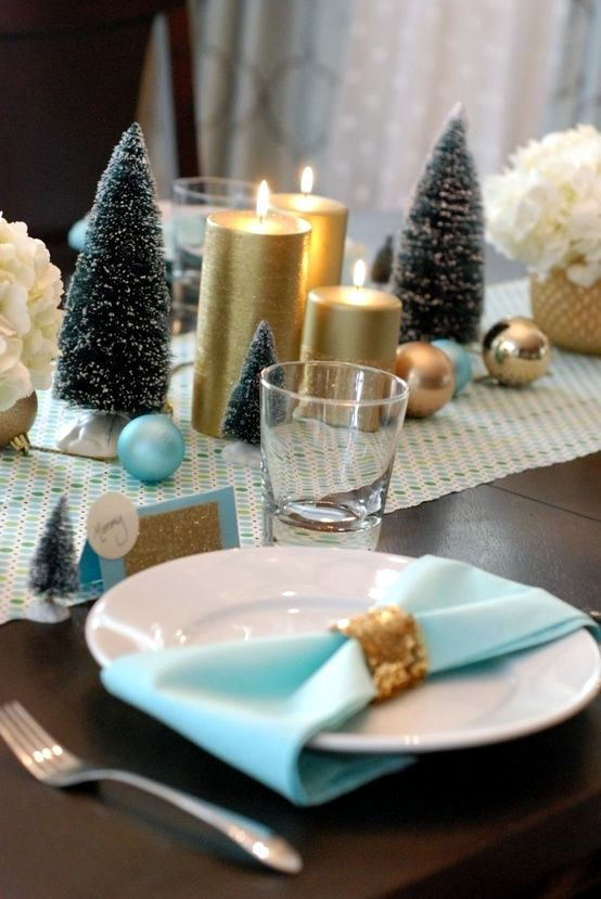 christmas table decorations create a festive atmosphere - Green Christmas Table Decorations